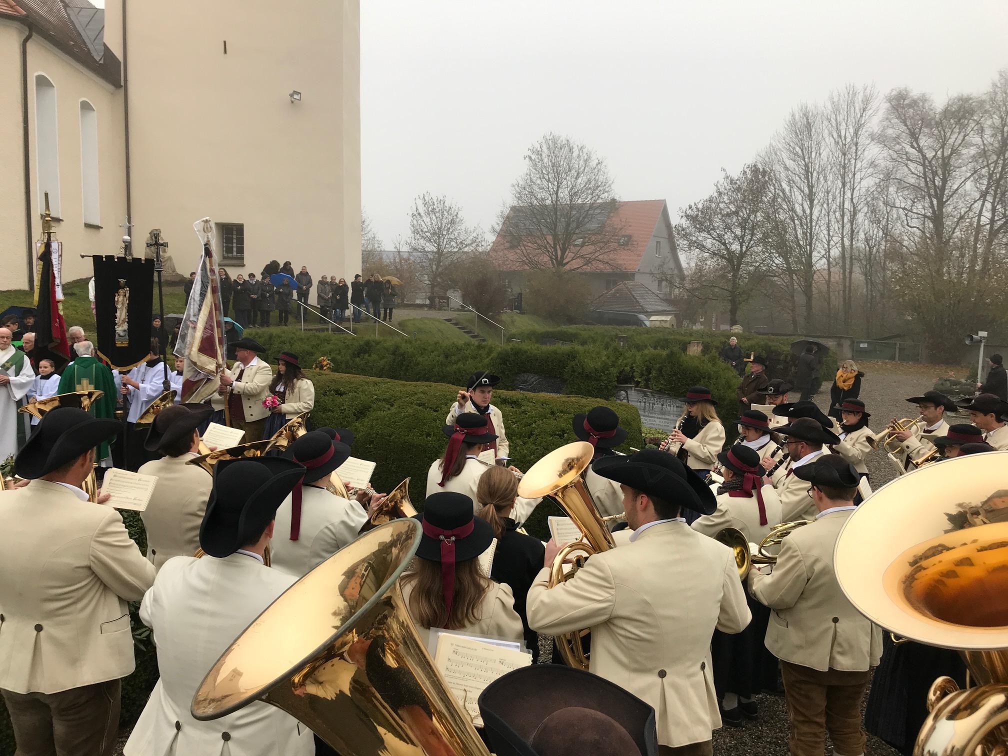 ...musikalisch umrahmt durch die MK Engerazhofen